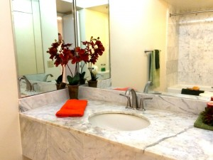 Luxury condo Honolulu - Nauru Tower 3001 - bath