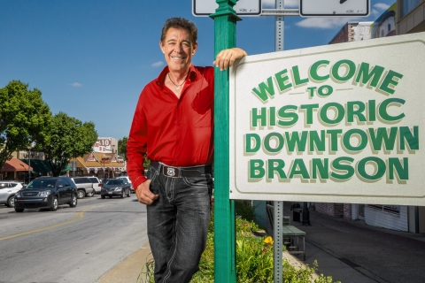 'Brady Bunch' Star Barry Williams Revives 1970s in Great American Country's 'A Very Barry Branson'