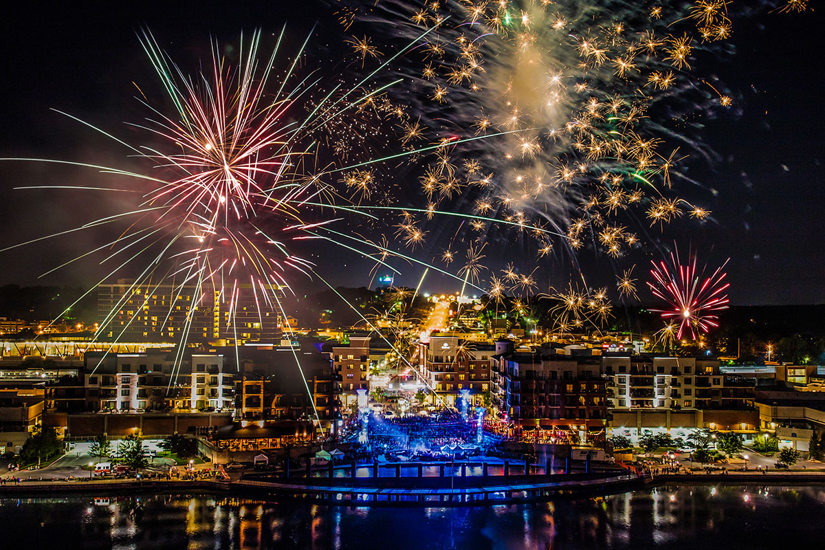 "BRANSON LANDING'S 10TH ANNUAL ""LIBERTY LIGHT UP"" CONCERT, FIREWORKS & MORE!"