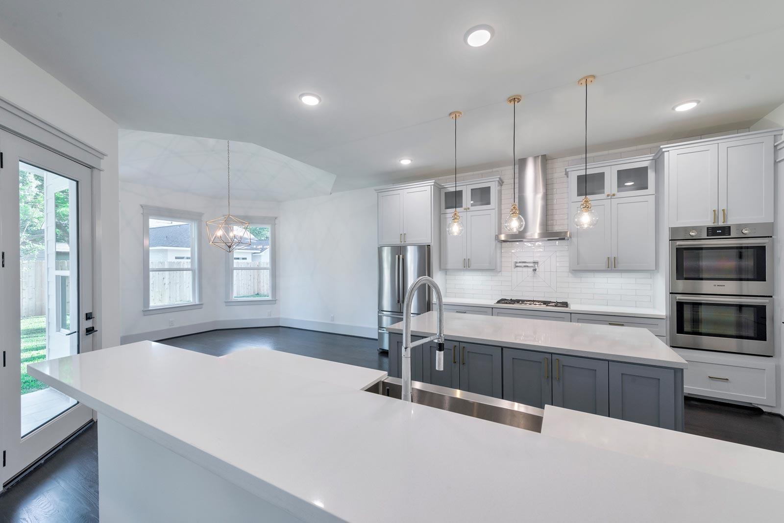 Houston-Homebuilder-Custom-Homebuilder-Central-Houston-Homebuilder-Oak-Forest-Custom-Kitchen-Backsplash-Design-Commercial-Kitchen-Faucet-White-Quartz-Countertops