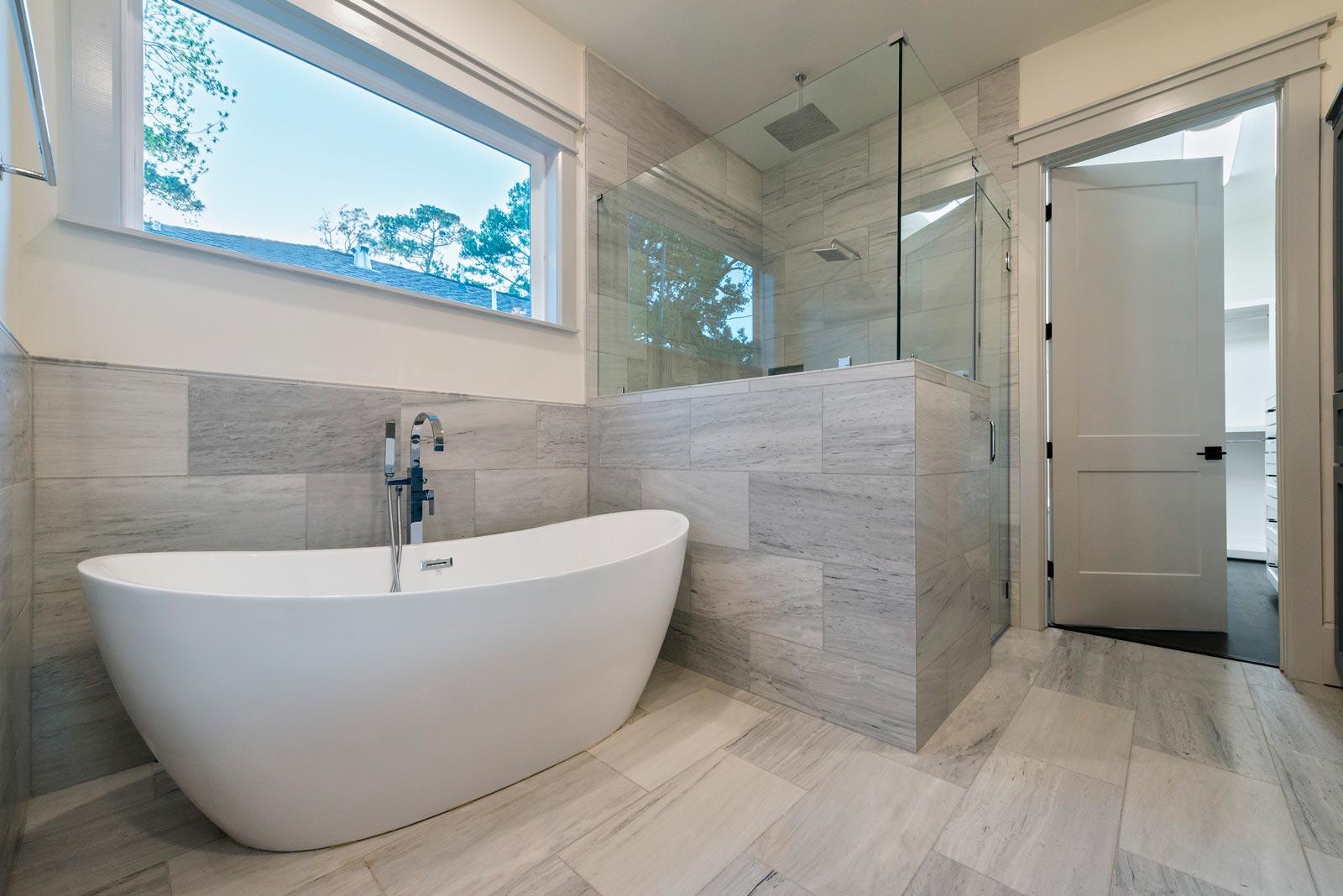 Houston-Homebuilder-Custom-Homebuilder-Central-Houston-Homebuilder-Oak-Forest-Homebuilder-Freestanding-Tub-Gray-Marble-Tile