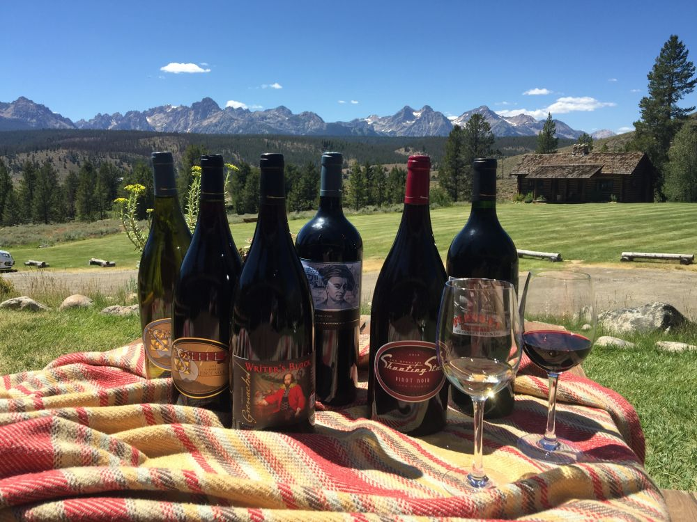 steele wines on picnic tables
