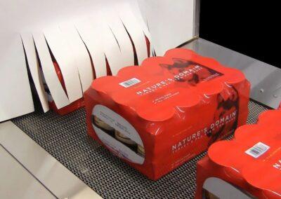 Fardeleuse pour le groupage et l'emballage sous film imprimé repéré