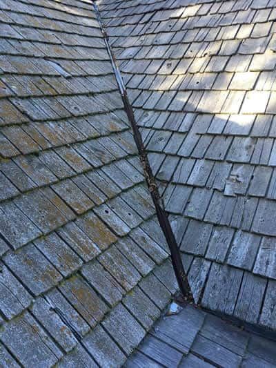A shake roof that needs replaced
