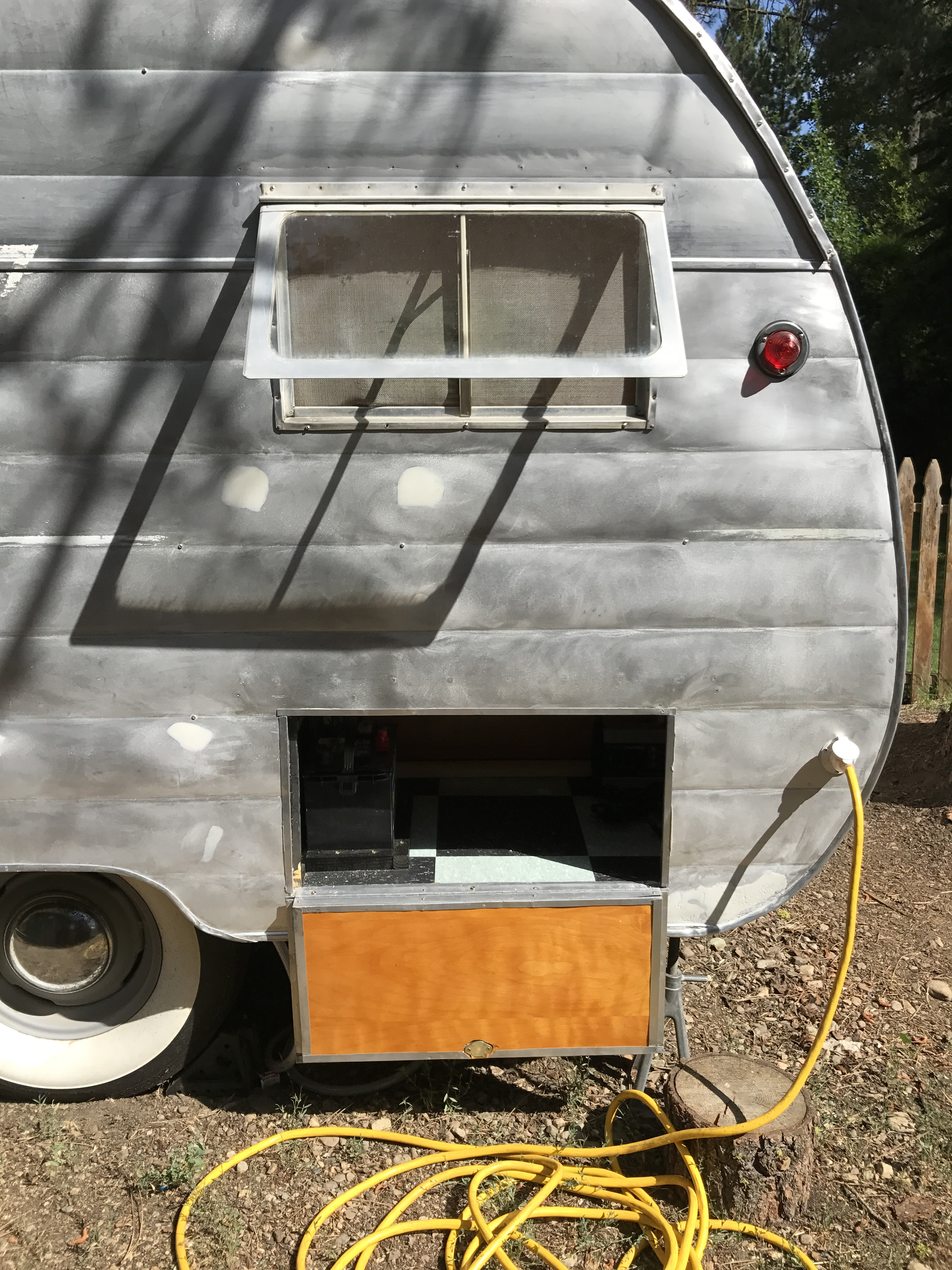 How to wire your vintage camper trailerLip Gloss and Power Tools