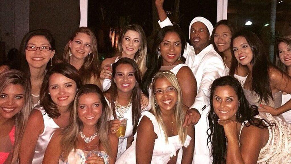 Ronaldinho de fiesta