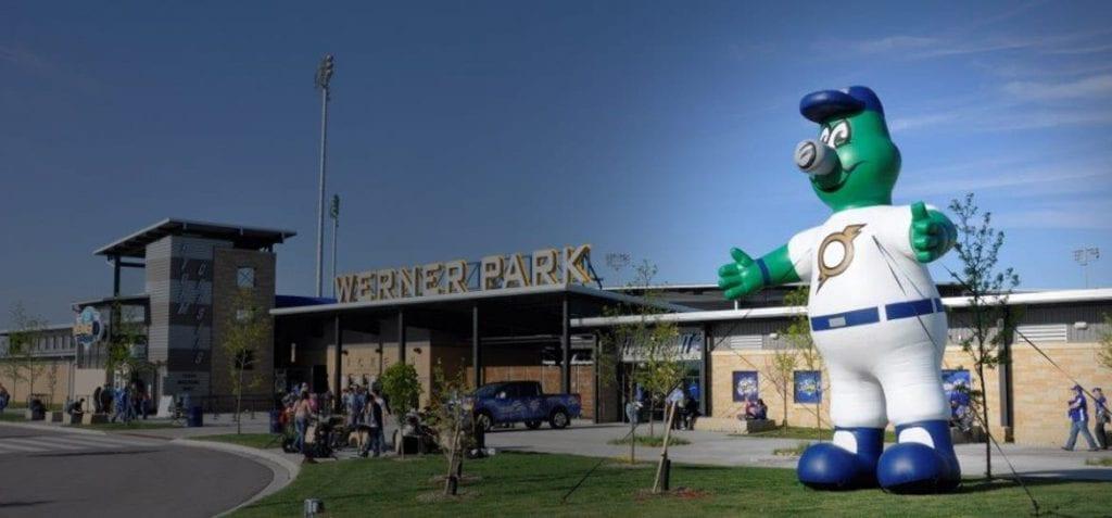 custom-Inflatable-team-mascot-baseball