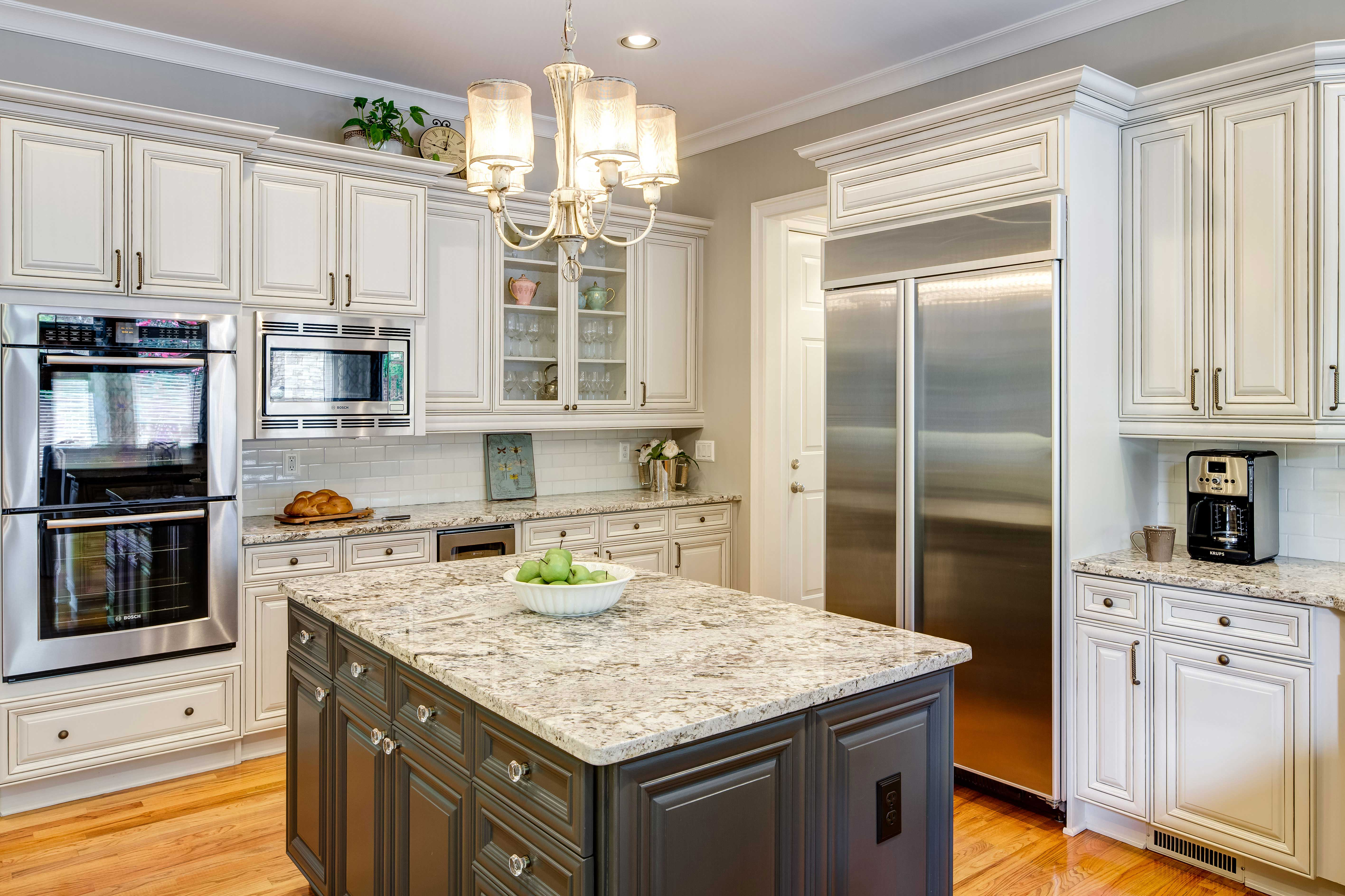Kitchen Cabinetry and Island Accent