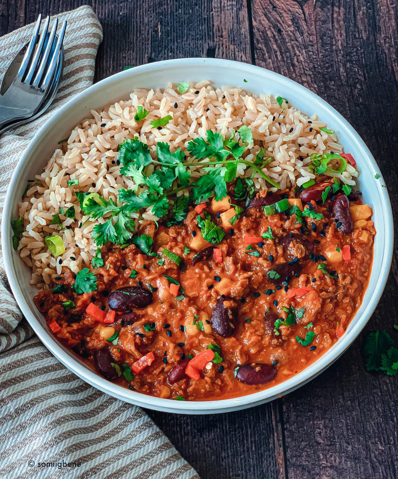 High Fibre: Soya and Kidney Bean Chilli with Brown Rice