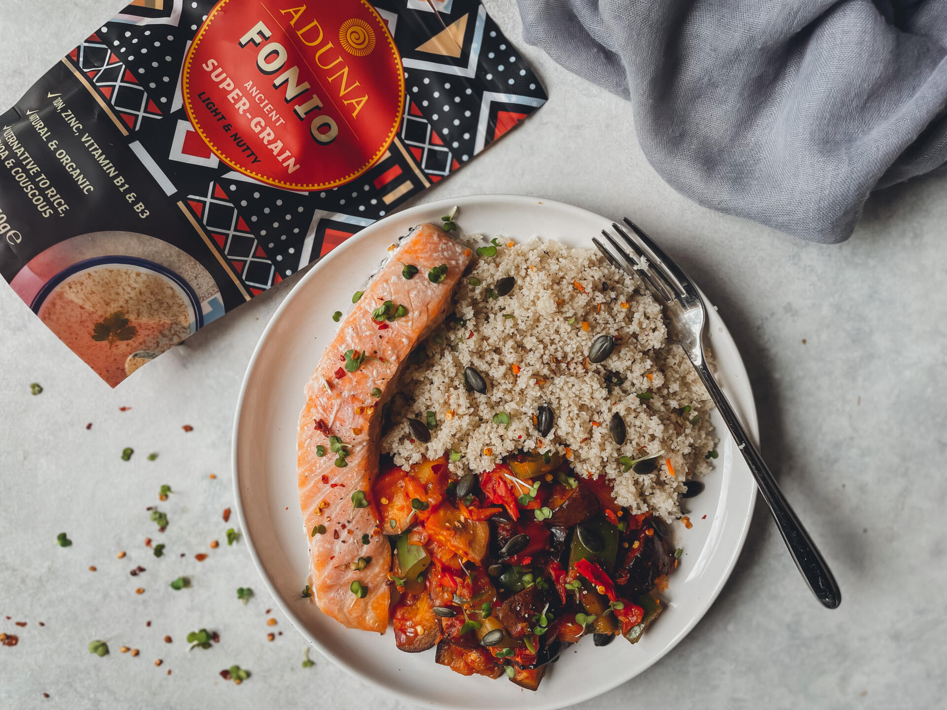 Fonio with baked salmon
