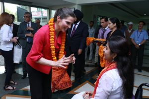 Photo of Honourable Kirsty Duncan speaking with a woman in a wheelchair at ISCI in New Delhi, India, February 2018
