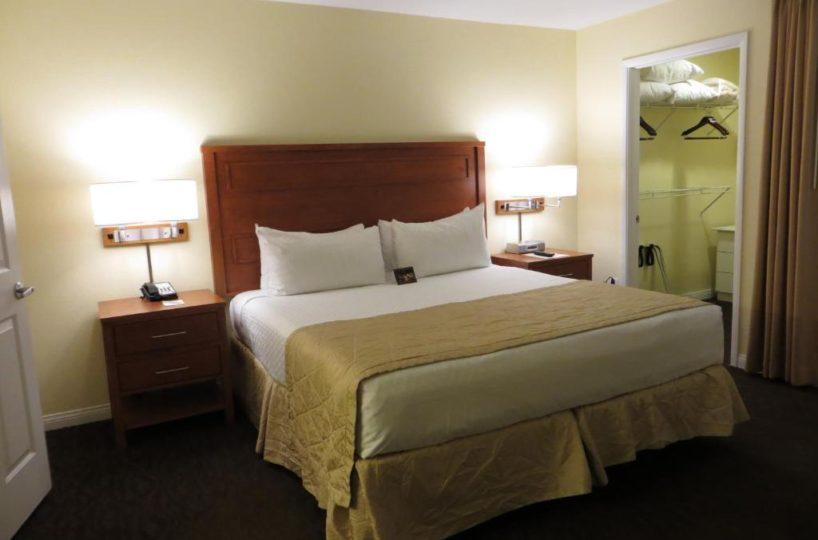 Desert Paradise Resorts Las Vegas, NV bedroom 1