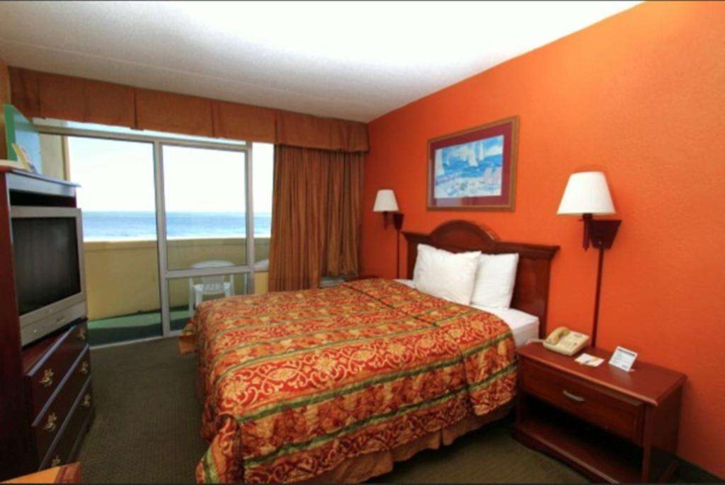 Days Inn by Wyndham Myrtle Beach SC bedroom
