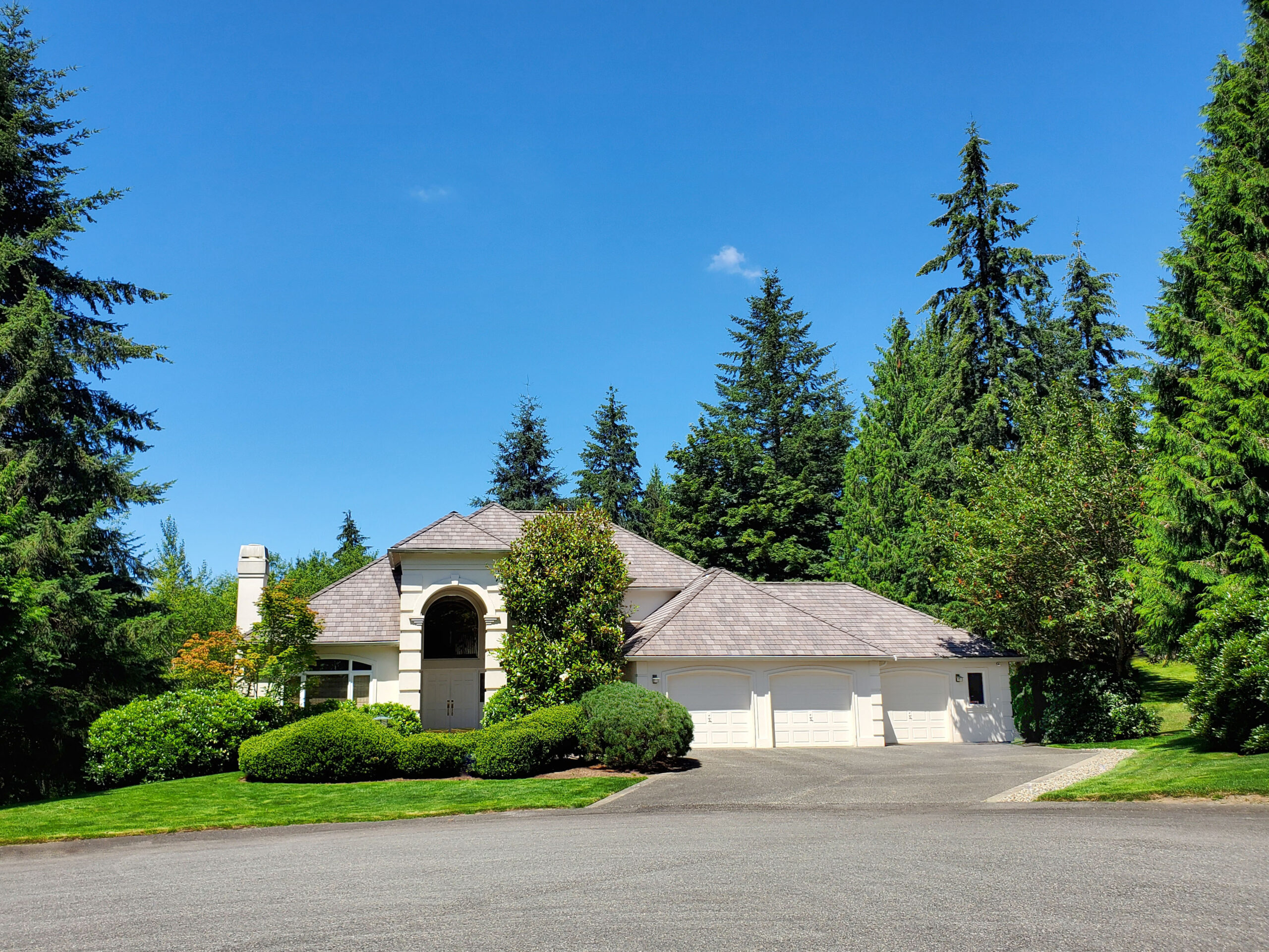 DaVinci Roofscapes MultiWidth Shingles in Tahoe color, installed in Redmond WA