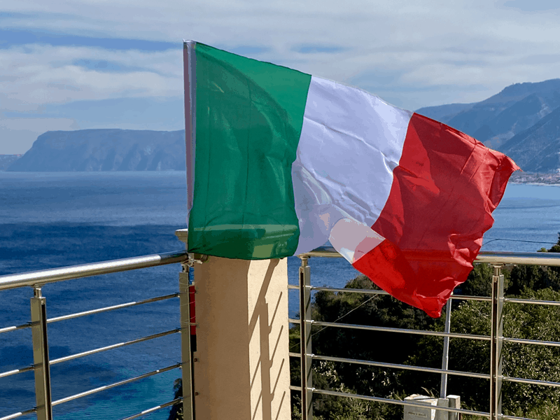 Italian flag photo taken by Heidi Pontillo in Scilla, Italy