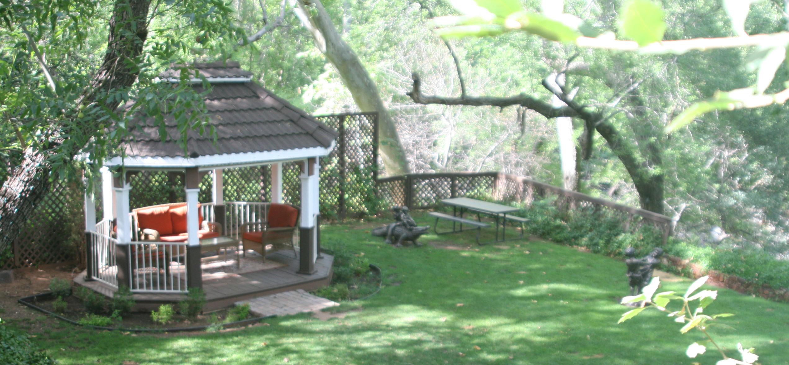 banner-Oak-Crek-Terrace-Sedona-Lodging-And_Accomodations-Cabins-On-Creek41