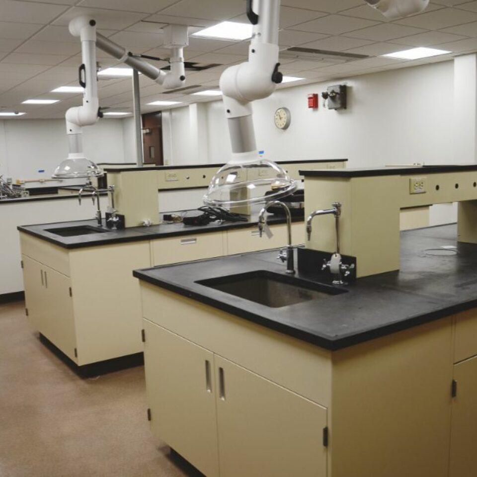 Lab Casework (9)