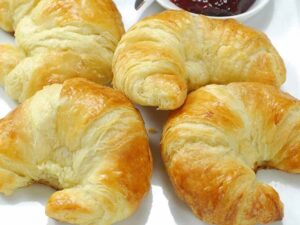 Butter Croissants curved 3.5oz