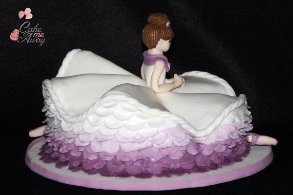 Ballerina Splits Cake Right