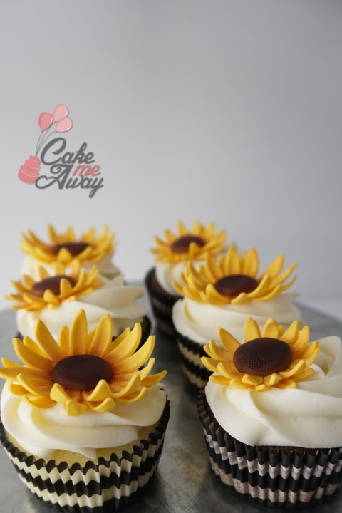 Sunflower Black And White Cupcakes
