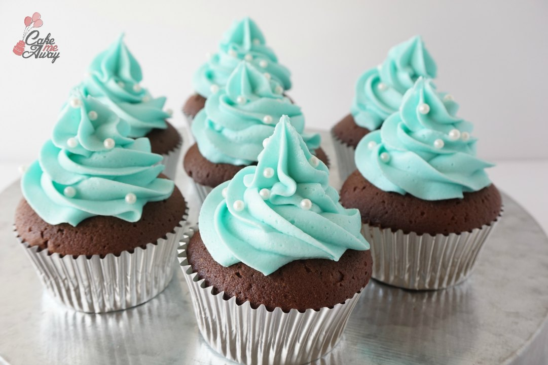 Tiffany Blue Frosting with Pearl Sprinkle Cupcakes