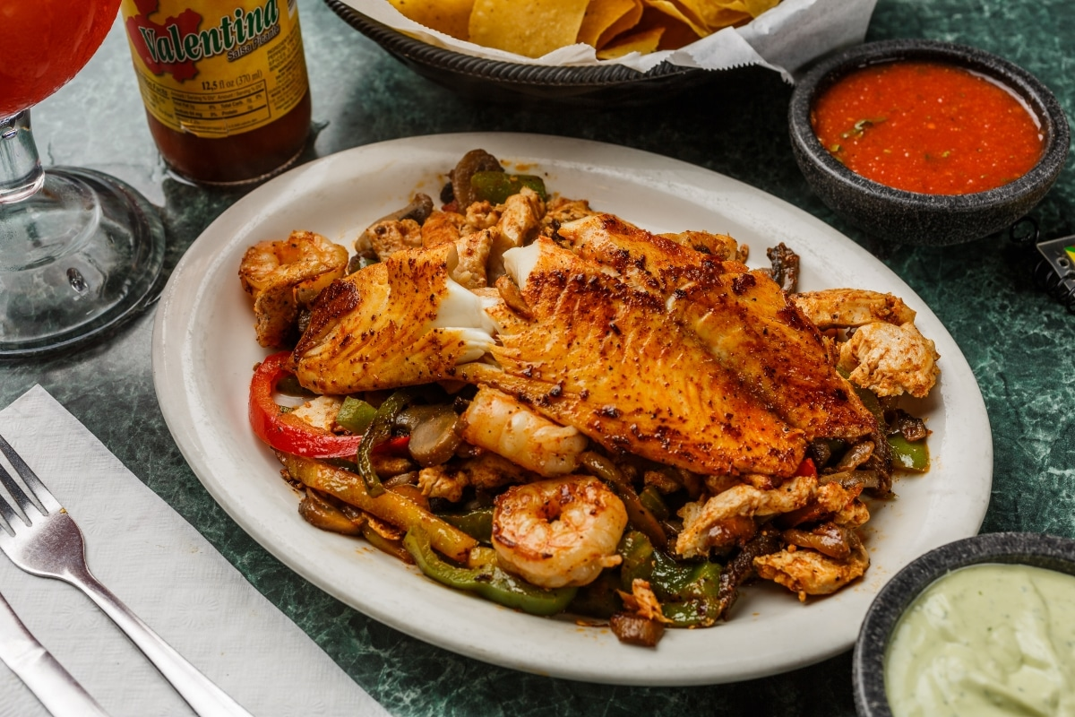 El SOmbrero Mexican Food restaurant longview kilgore tx texas fajita chicken shrimp mushrooms pepper spinach tilapia