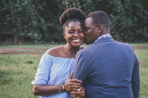 How to Tell When a Gemini Man Is Falling For You