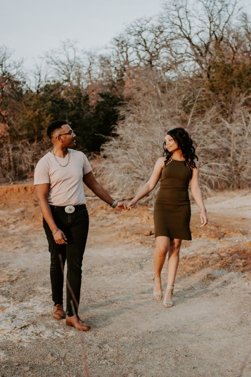 How to Tell When a Sagittarius Woman Is Falling For You