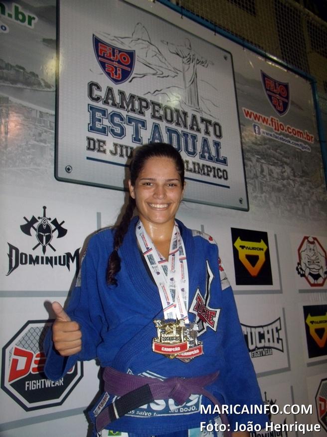 Mariane Nunes venceu em sua categoria por W.O e ganhou a medalha de prata no absoluto. (Foto: João Henrique | Maricá Info)