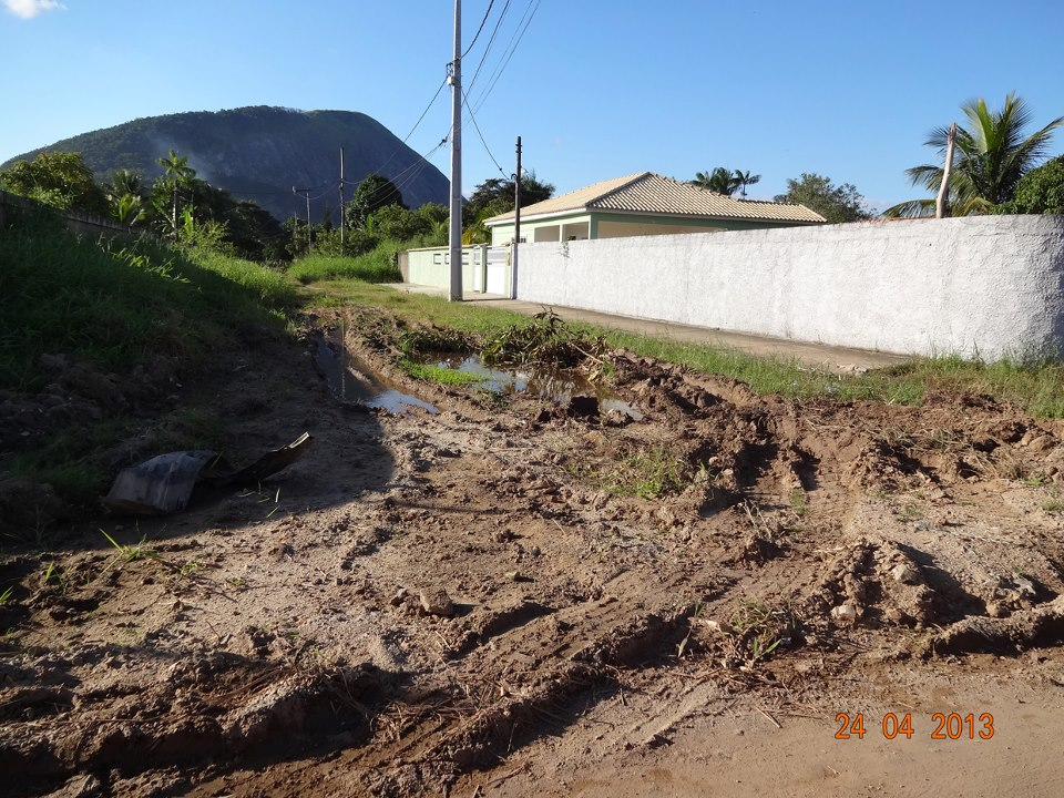 Rua intransitável em Itaipuaçu. (Foto: Mariana Thomme | Internauta)
