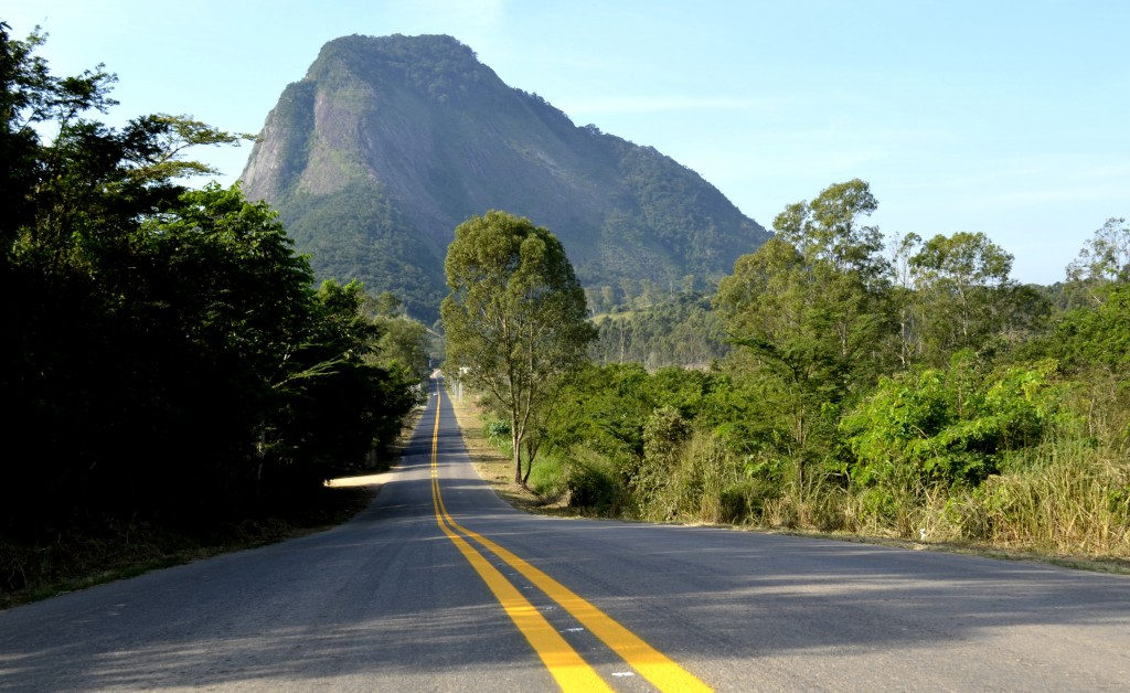 Estrada dos Cajueiros recebe novo asfalto e sinalização. (Foto: Fernando Silva | PMM)
