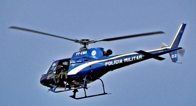Helicóptero da Polícia Militar foi utilizado na operação.