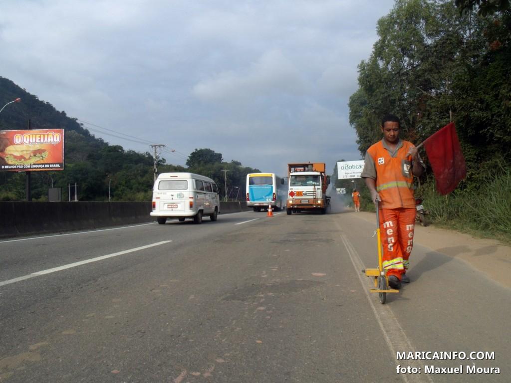 Sinalização melhora a visibilidade e segurança na rodovia Amaral Peixoto. (Foto: Maxuel Moura | Maricá Info)