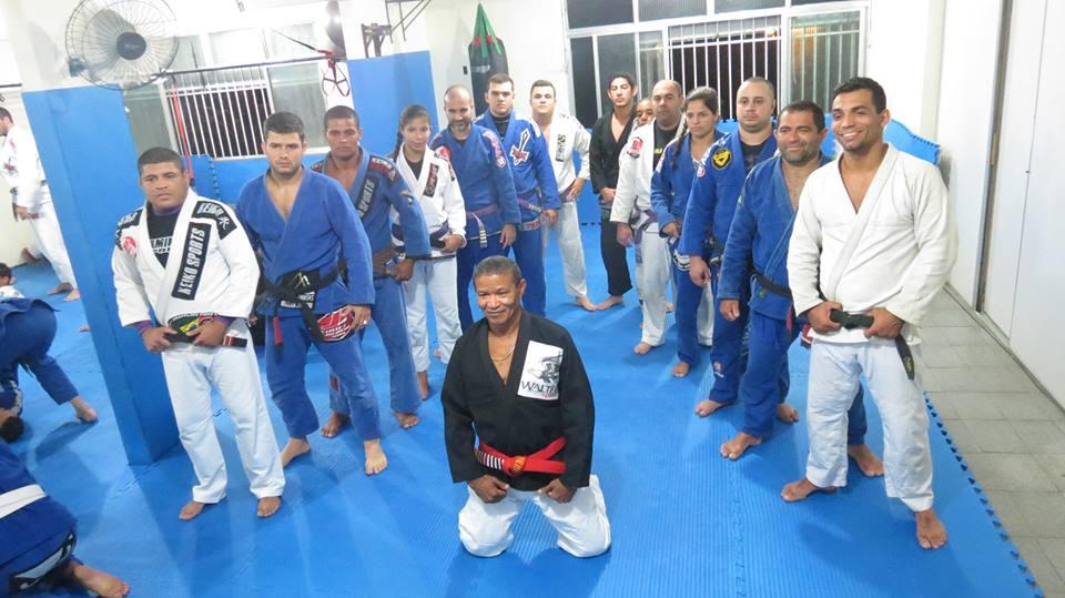 Equipe é liderada pelo professor Jair Court e teve origem com o grande Mestre Walter Nogueira. (Foto: Divulgação)