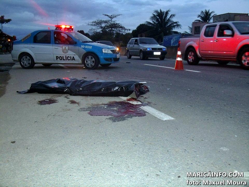 Corpo de José Maria ficou por cerca de duas horas e meia no local. (Foto: Maxuel Moura | Maricá Info)