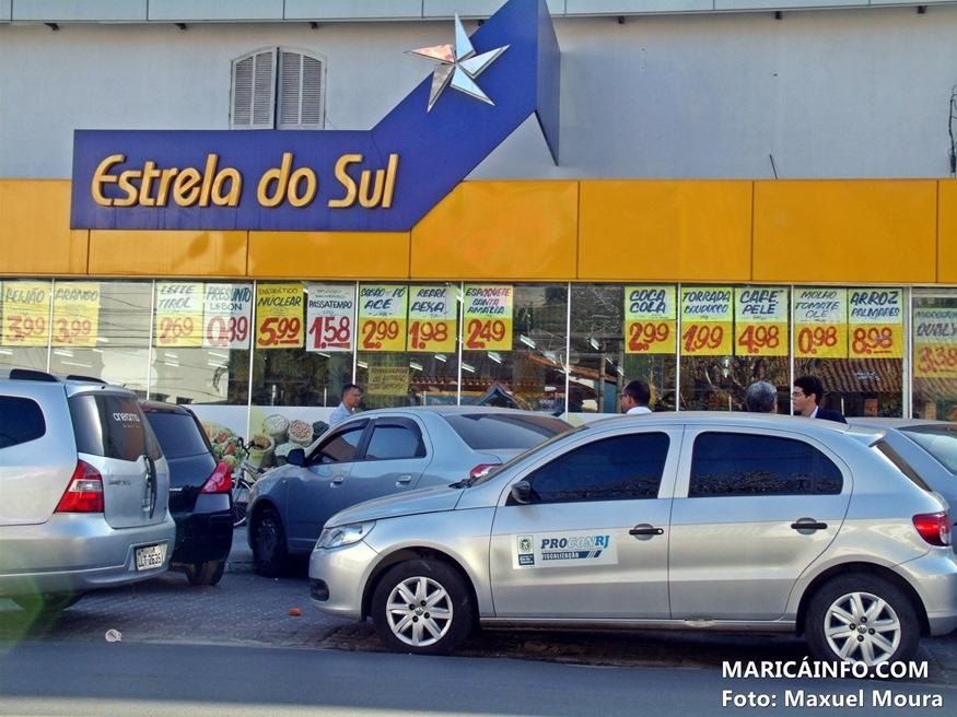 PROCON-RJ encaminhou o proprietário do estabelecimento para a Delegacia Policial com auxílio da Polícia. (Foto: Maxuel Moura | MaricáInfo.com)