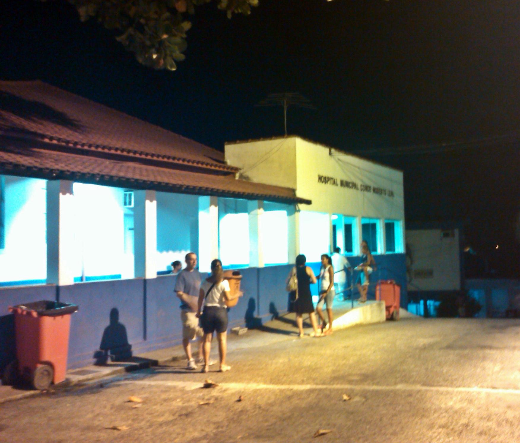 Hospital ficou movimentado nesta quinta-feira (12) à noite.