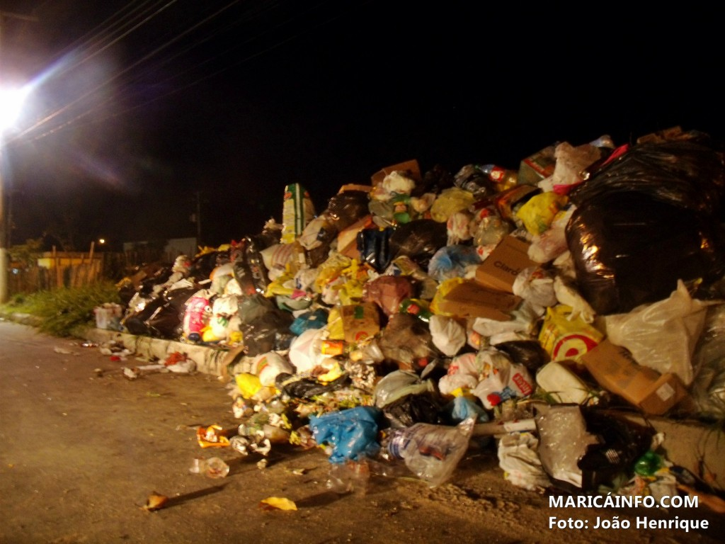Lixão incomoda moradores do Manu Manuela Village. (Foto: João Henrique | Maricá Info)