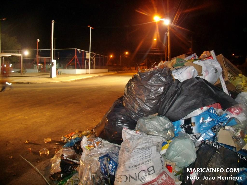Lixão foi colocado pela empresa Kat Ambiental, responsável pela coleta de lixo em Maricá. (Foto: João Henrique | Maricá Info)