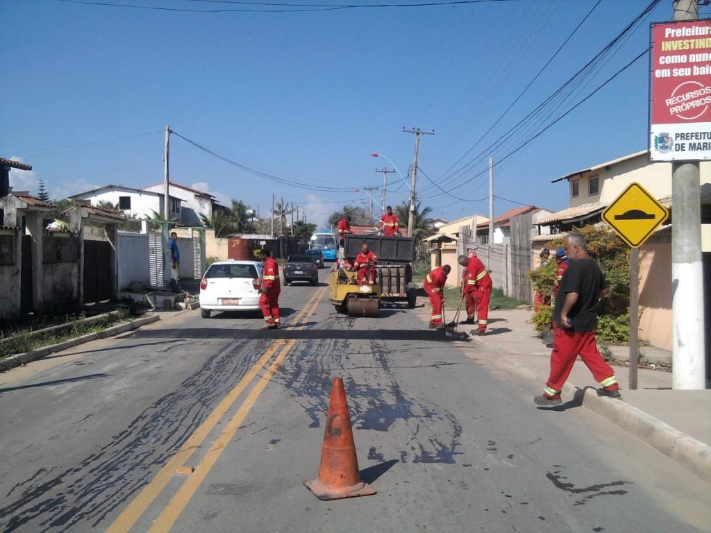 Prefeitura instalou quebra-molas na rua 35, no Jardim Atlântico. (Foto: Marcelo Bessa | Itaipuaçu Site)