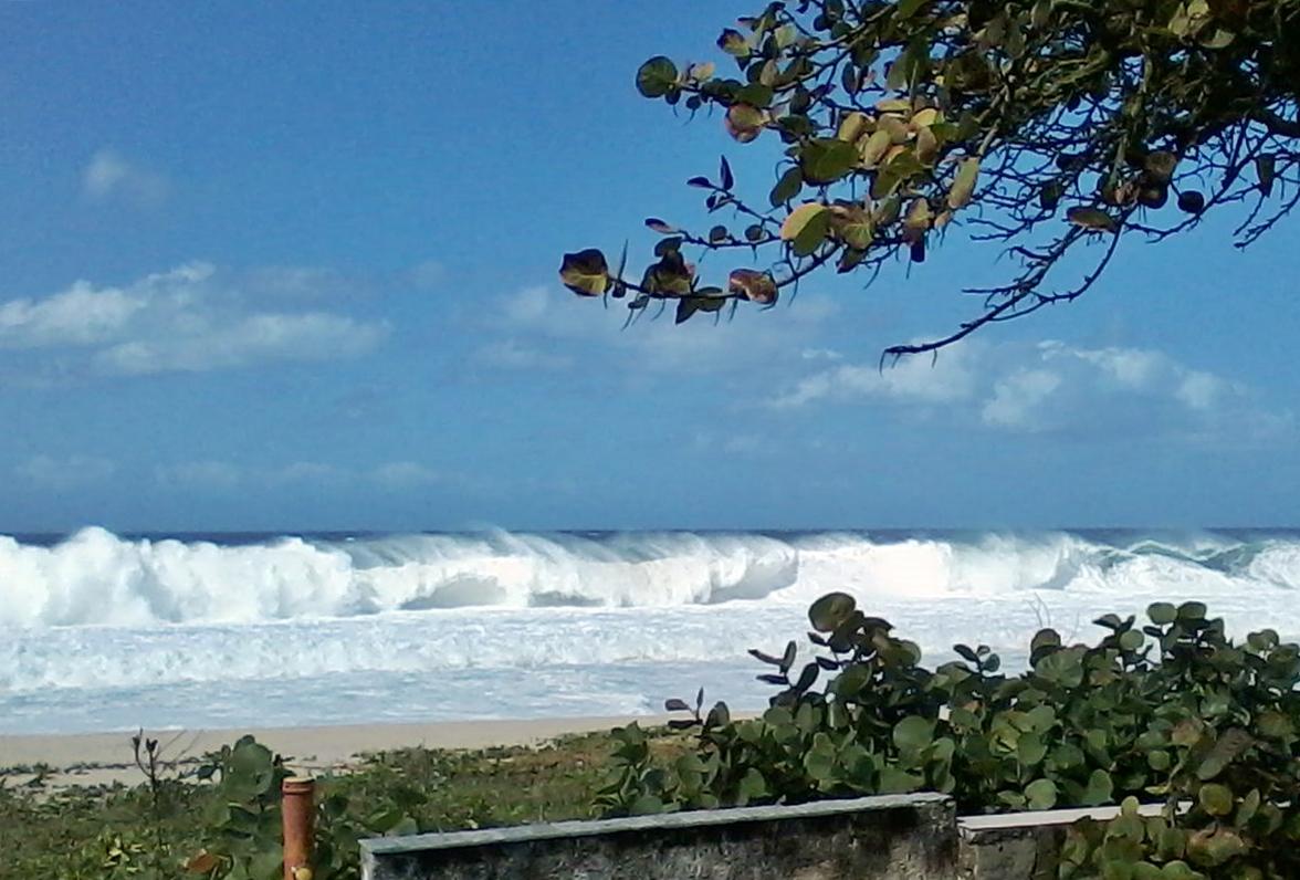 Ondas de até 2,5 metros podem atingir o litoral de Maricá. (Foto: Michelle Lima | Maricá Info)