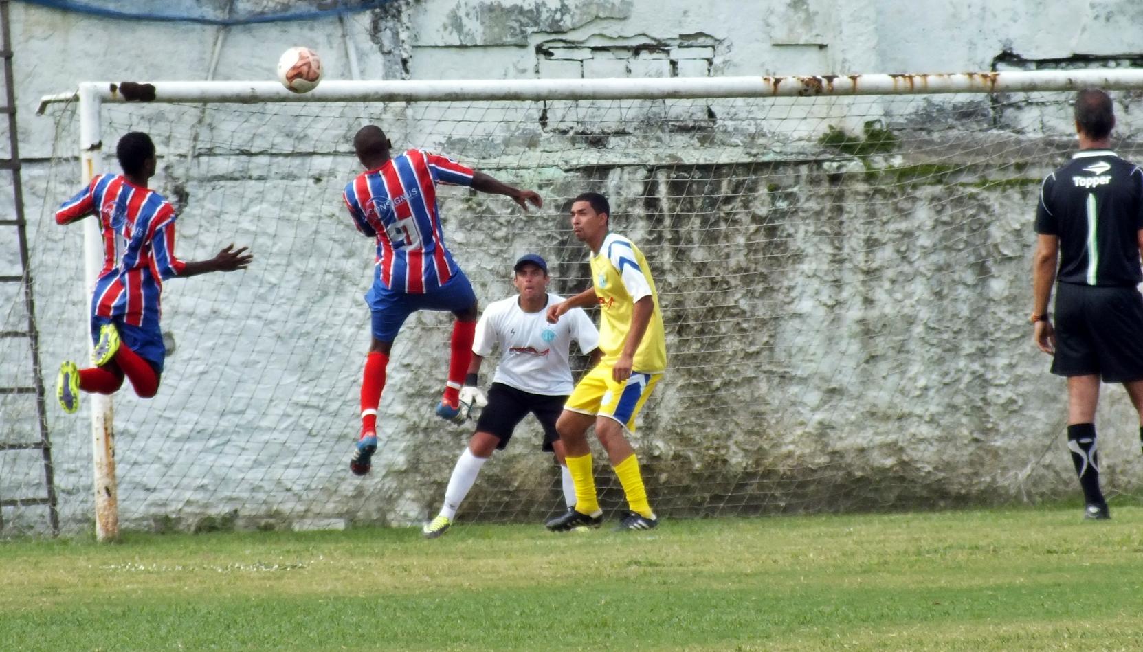 Amparo venceu por 3 a 0 o time do Bairro da Amizade. (Foto: João Henrique | Maricá Info)
