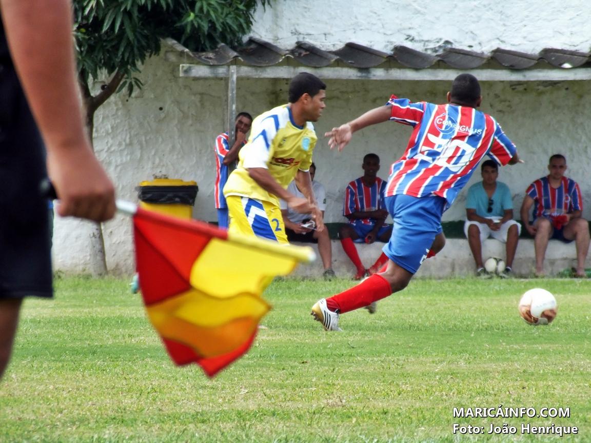 Jogo disputado entre as equipes do Bairro da Amizade e Amparo. (Foto: João Henrique | Maricá Info)