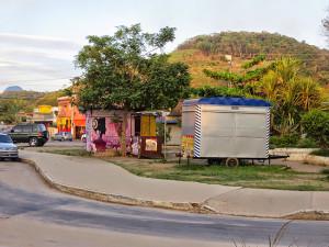 Praça do Barroco ocupada por quiosques. (foto: Itaipuaçu Site)
