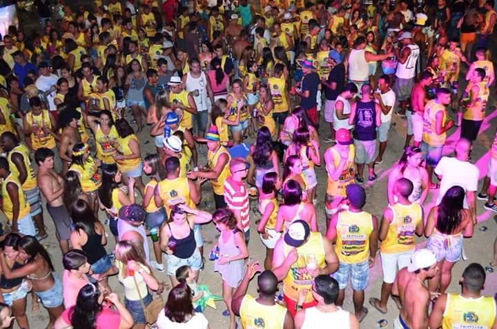 Bloco reúne centenas de foliões e já virou tradição nos carnavais de Maricá. #VemQueTem