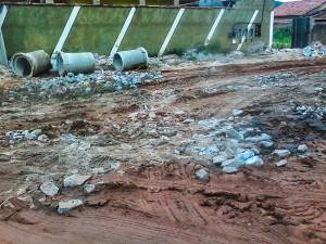 Obras causam transtornos a moradores de Itaipuaçu.
