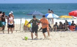 Doze times participaram dos confrontos de Beach Soccer masculino. (foto: Clarildo Menezes)