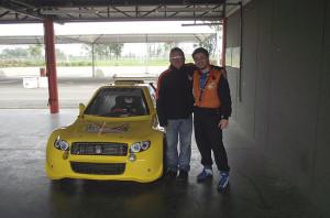 Em 2011 teve a oportunidade de testar o Veloce, carro de corrida projetado pelo Velopark. (foto: Divulgação)