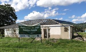 Reforma do posto parou e pacientes são atendidos em local sem condições.