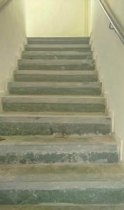 Escada ainda sem acabamento.